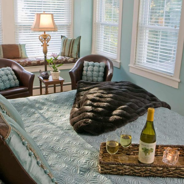 Bed with wine in Sweet Woodfruff room