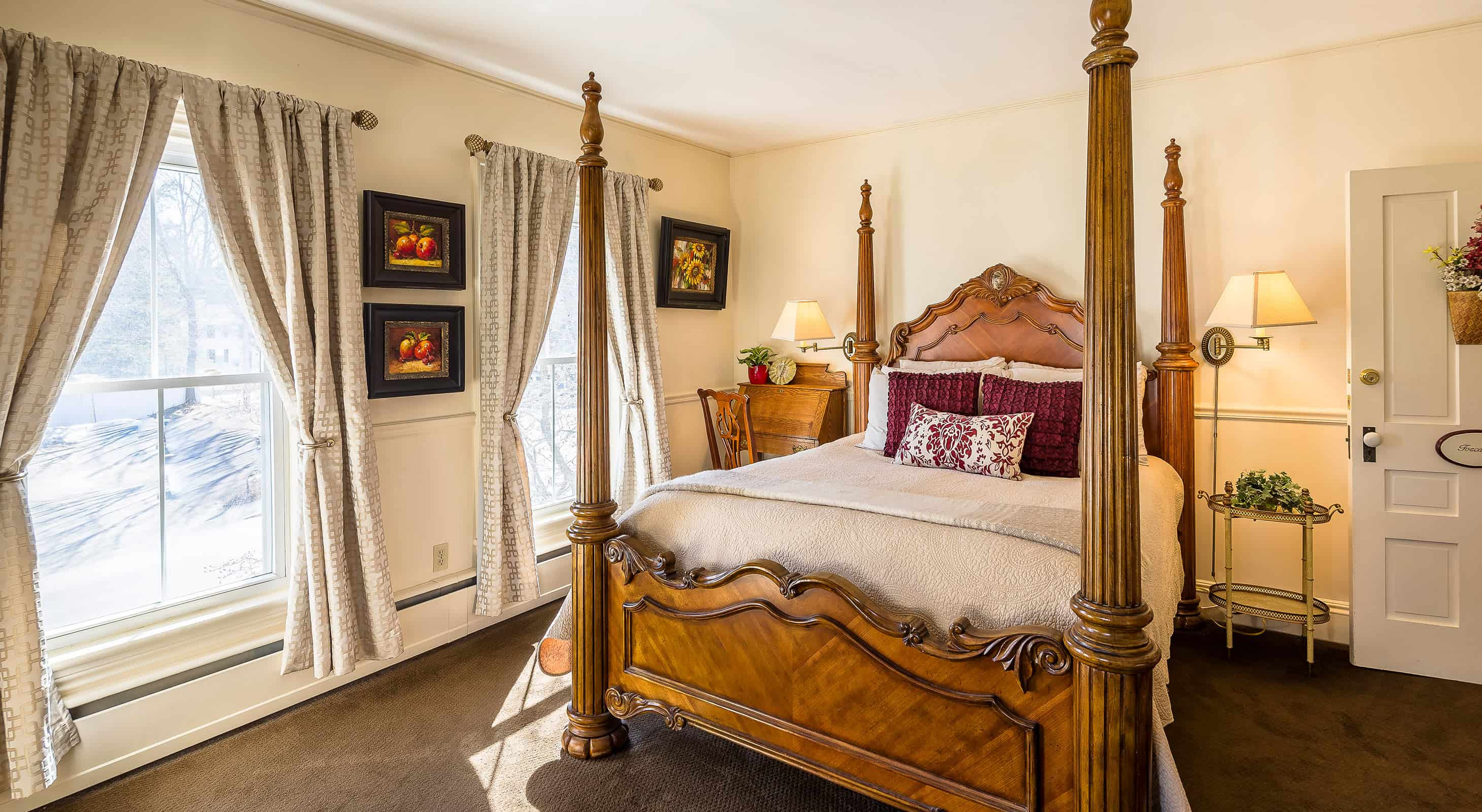 Four poster bed in Toscana Room